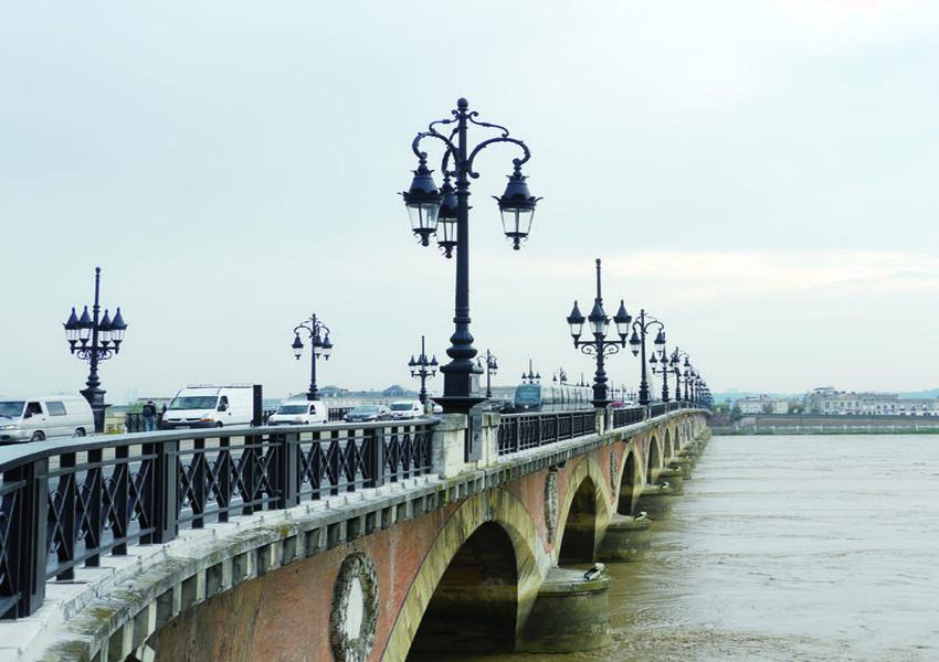 Candélabres Pont de Pierre