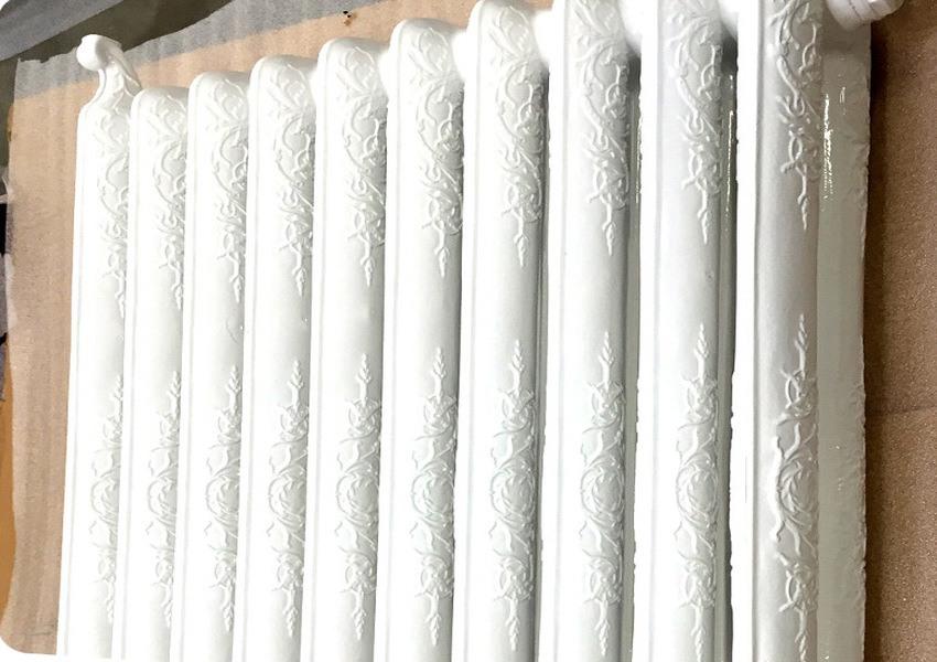 Radiateur blanc à motifs